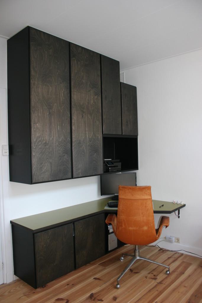 Bureau met bovenkasten